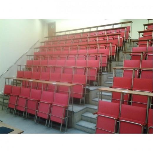 Renovering af auditorier FØR-32